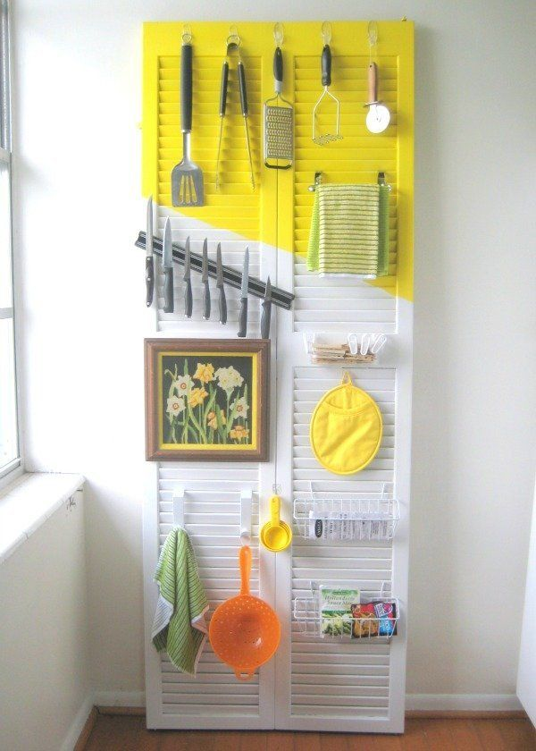 "Not only does this old closet door help with storage problems, <a href=""http://www.creatingreallyawesomefreethings.com/door-o"