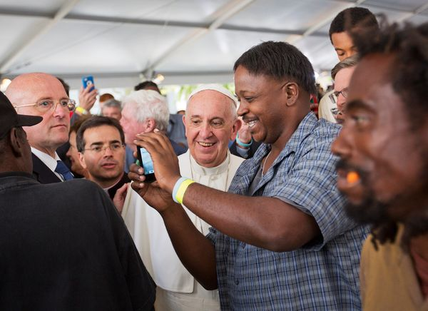 WASHINGTON, DC - SEPTEMBER 24: Pope Francis, left, has a selfie taken with Michael Brown as he walks through the crowd during