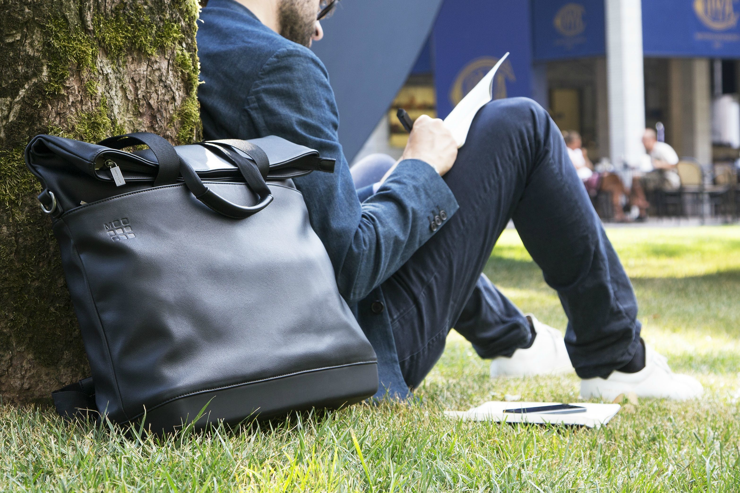The notebook wizards at Moleskinedesigned a line of bags to help you carry them all, as well as your gadgets. Moleskine