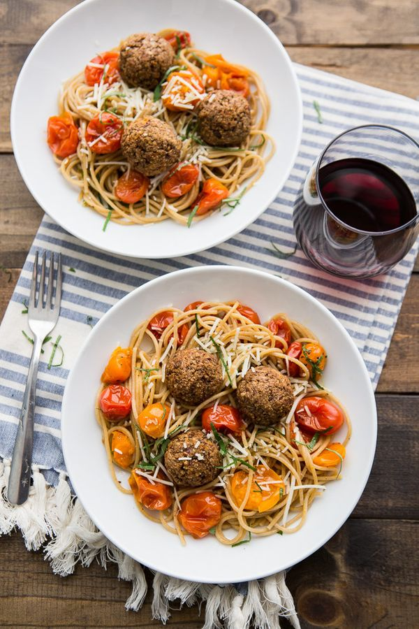 """<strong>Get the <a href=""""http://naturallyella.com/lentil-meatballs-with-burst-tomato-pasta/?crlt.pid=camp.IdIZIXyiCbvm"""" targe"""