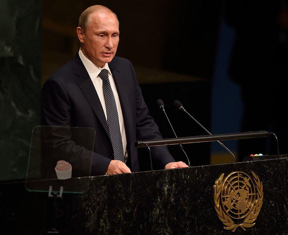 Bonne fête Poutine! Pour célébrer, 17 photos du président russe avec des cupcakes