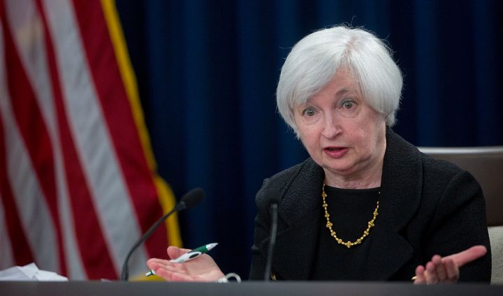 Carl Icahn accuses Federal Reserve Chair Janet Yellen of creating a stock market bubble by keepinginterest rates low.