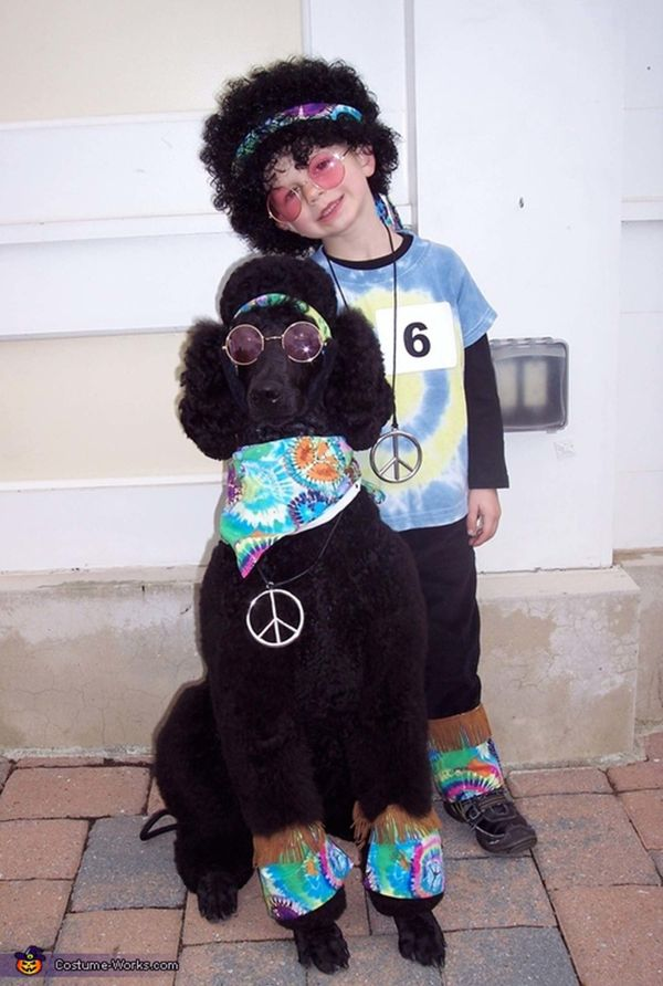 """<a href=""""http://www.costume-works.com/costumes_for_pets/happy_hippies.html"""">via Costume Works</a>"""