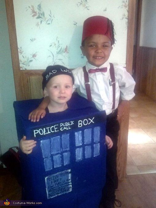 """via&nbsp;<a href=""""http://www.costume-works.com/movie_and_tv_show_costumes/the-11th-doctor-and-his-tardis.html"""">Costume-works."""