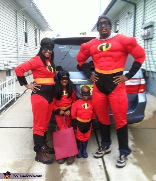 """via&nbsp;<a href=""""http://www.costume-works.com/movie_and_tv_show_costumes/the_incredibles.html"""">Costume-works.com</a>"""