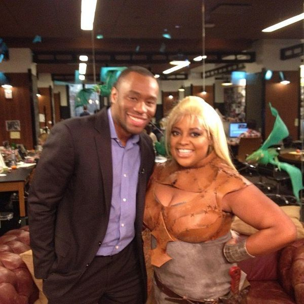 "Sherri Shepherd stopped by the Huff Post Live studios dressed as Khaleesi from ""Game of Thrones."" <a href=""http://editorsroom"