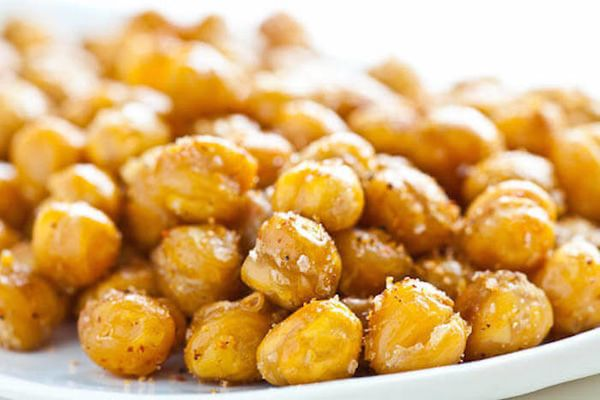 """When you roast a can of garbanzo beans, you get a crispy, flavorful snack full of satiating fiber and protein. <a href=""""http:"""