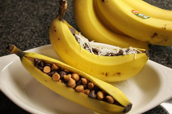 You can eat a nanner on its own and feel good, or you could stuff it with your favorite trail mix. Think chocolate and peanut