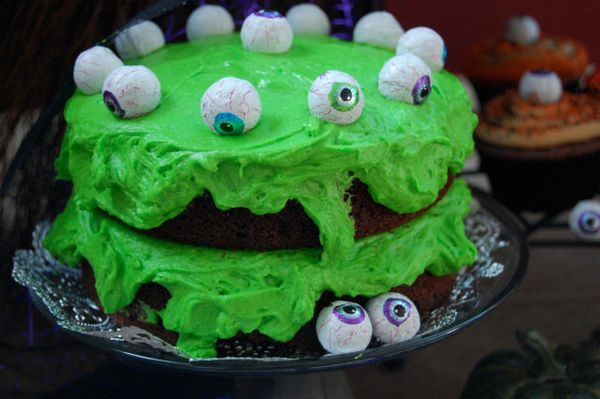 """<strong>Get the <a href=""""http://thebakerintherye.com/2011/10/26/how-do-you-feel-about-frog-frosting/"""" target=""""_blank"""">Chocola"""