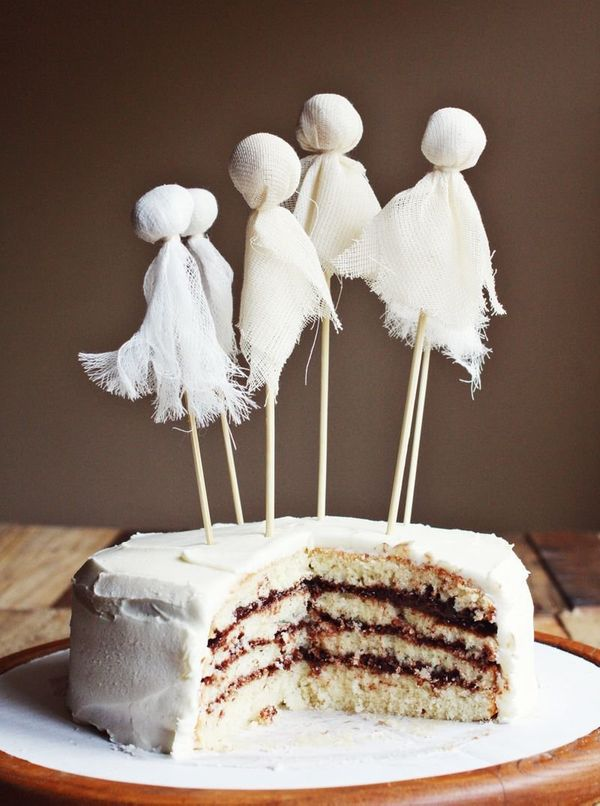 """<strong>Get the <a href=""""http://www.abeautifulmess.com/2012/10/ghostly-party-cake-tips-for-layered-cakes.html"""" target=""""_blank"""