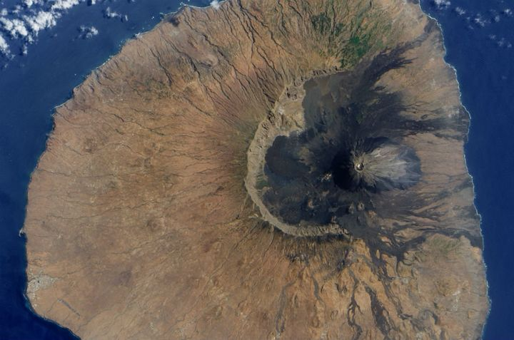 Scientists think that the volcano Fogo's eastern slope crashed into the sea, leaving behind the giant scar picture