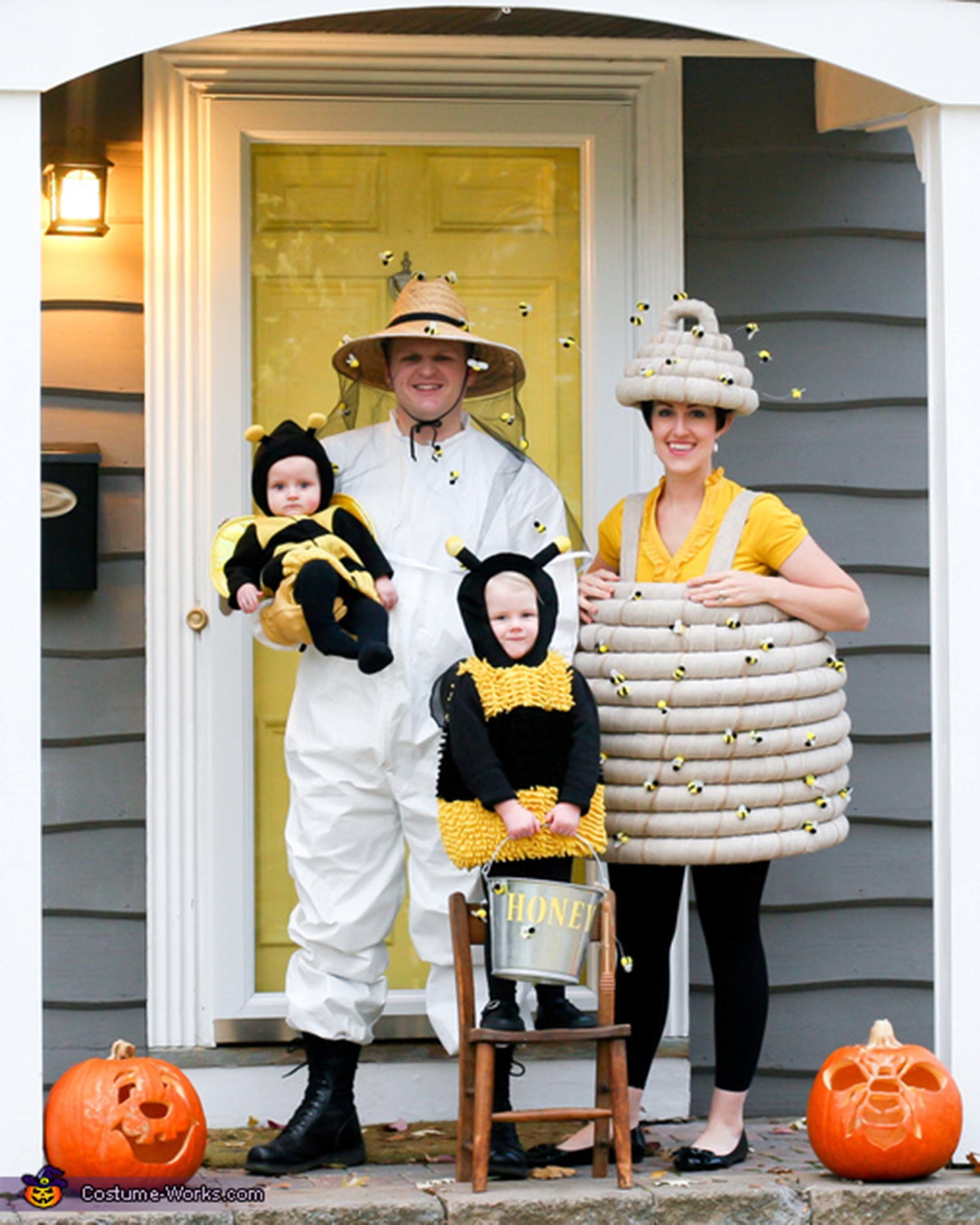 """Via <a href=""""http://www.costume-works.com/costumes_for_families/beehive-and-beekeeper.html"""" target=""""_blank"""">Costume Works</a>"""