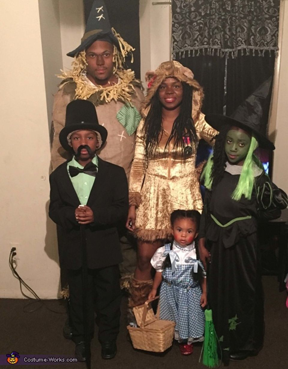 these 53 family halloween costumes are pure coordinated joy