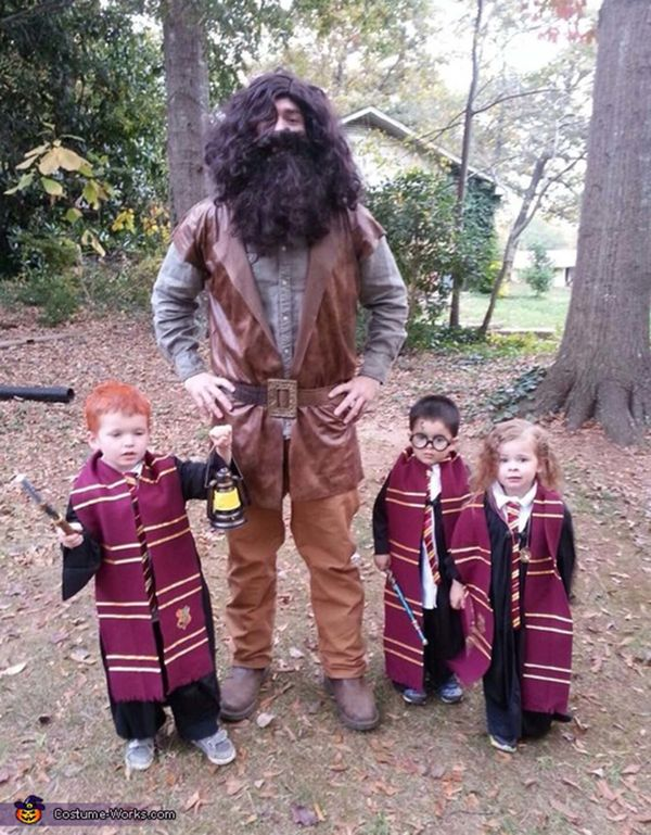 "Via <a href=""http://www.costume-works.com/costumes_for_families/harry-potter-characters.html"">Costume Works</a>"