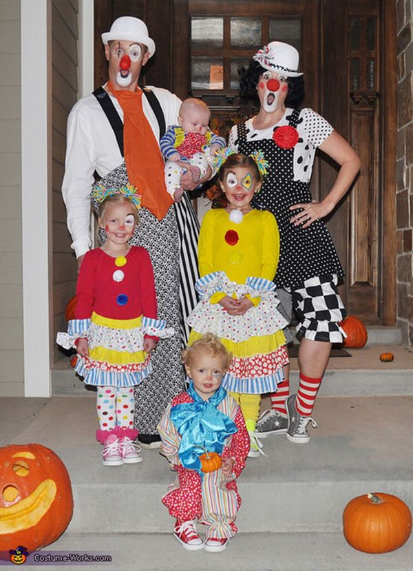"Via <a href=""http://www.costume-works.com/costumes_for_families/clowning_around1.html"" target=""_blank"">Costume Works</a>"