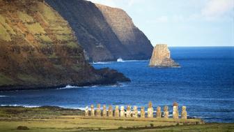 Chile, Easter Island, Ahu Tongariki statues