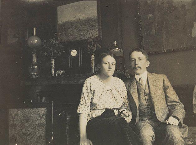 Vincent Willem van Gogh and Josina van Gogh-Wibaut at the house at Koninginneweg 77, Amsterdam.