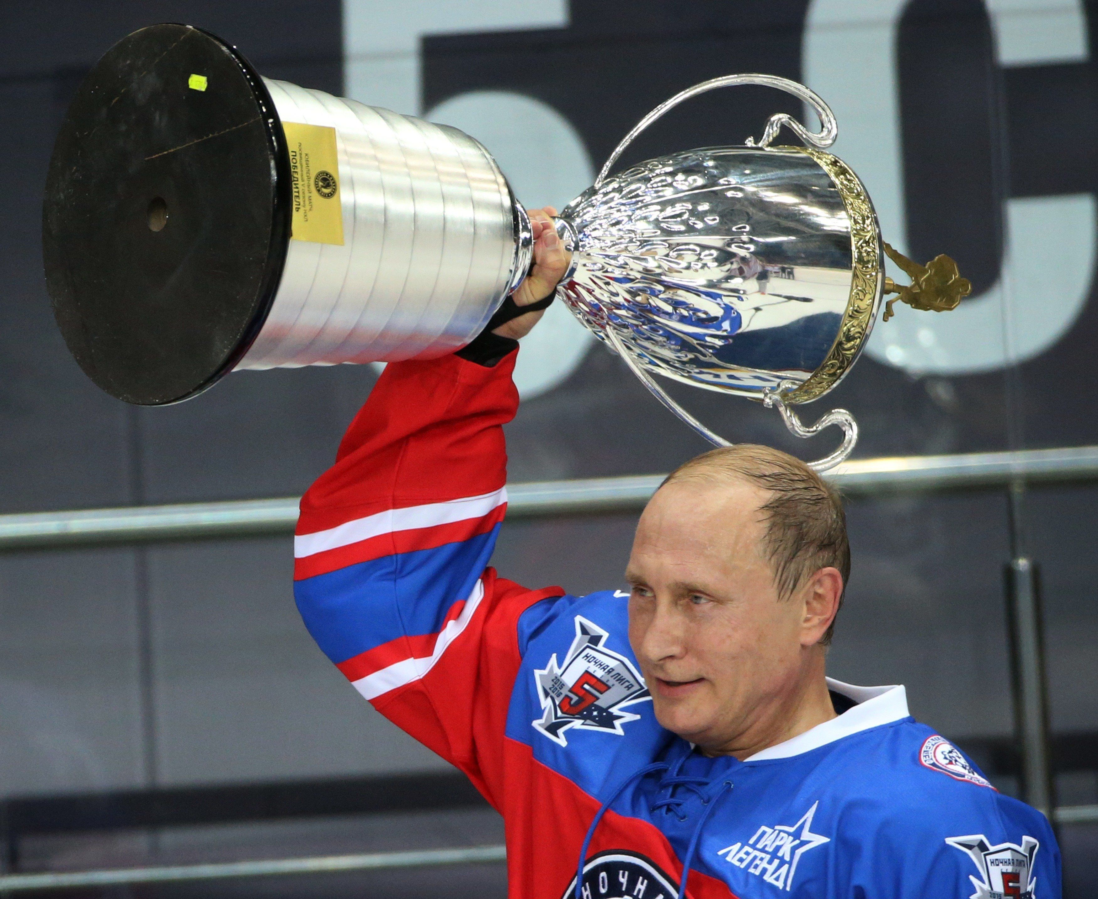 Putin celebrated his birthday, scoring seven goals in a hockey match 10/07/2015 92