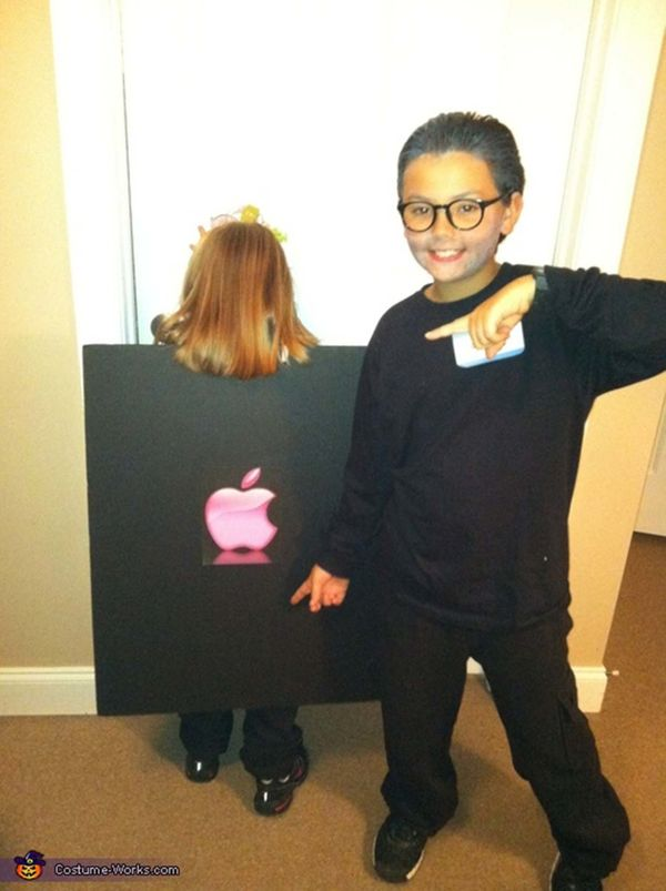 """Via <a href=""""http://www.costume-works.com/steve_jobs_and_his_ipad-2.html"""">Costume Works</a>"""
