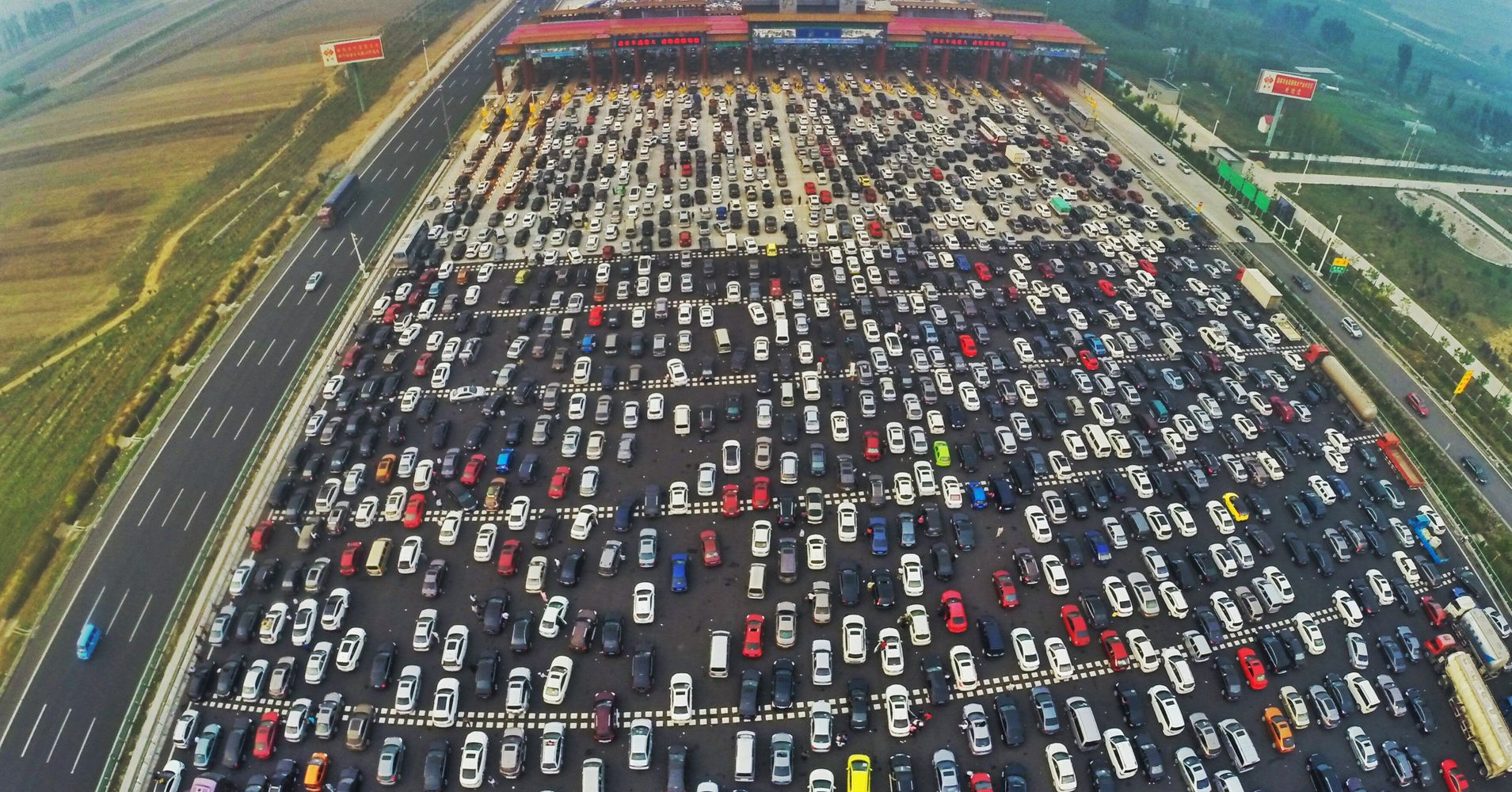 National City Mile Of Cars >> Unbelievable Photos From China's Traffic Jam After 7-Day Holiday | HuffPost