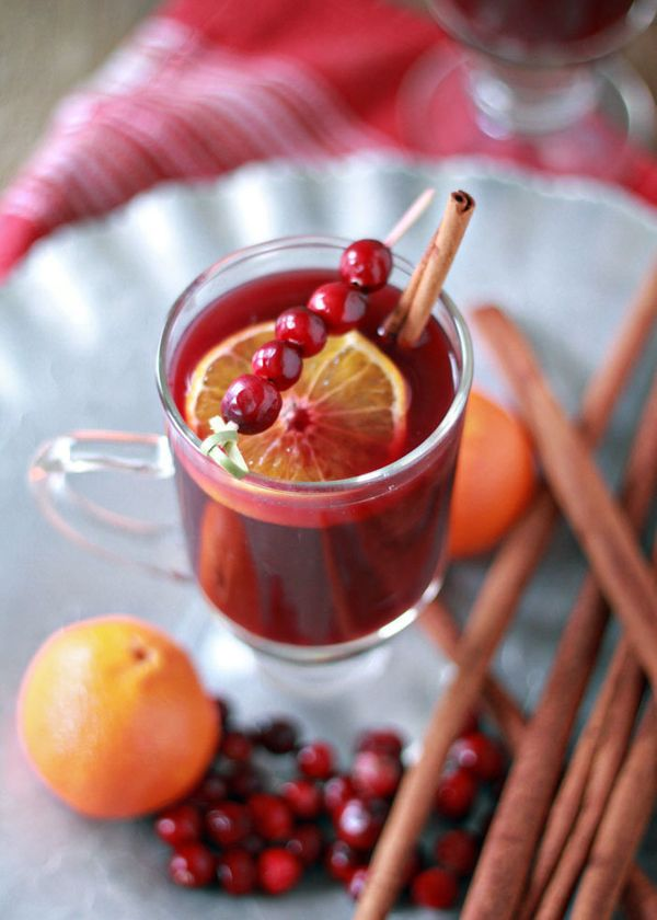 "<strong>Get the <a href=""http://www.kitchentreaty.com/crock-pot-cranberry-orange-mulled-wine/"">Slow Cooker Cranberry-Orange M"