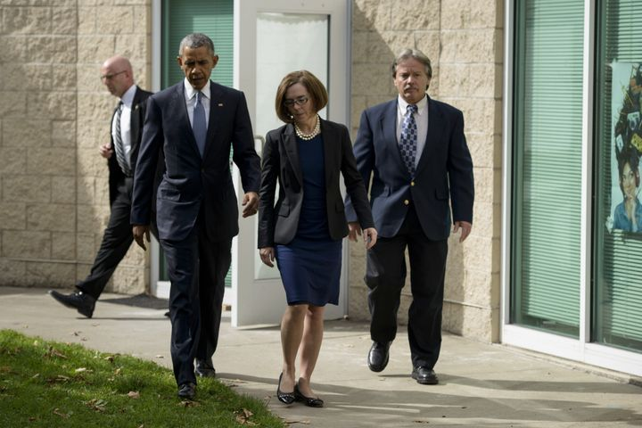 President Barack Obama, Oregon Governor Kate Brown and Roseburg Mayor Larry Rich leave a meeting with the families of the Ump