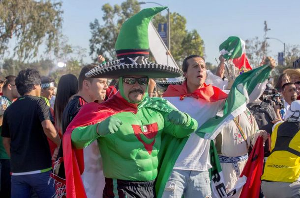 """<span class='image-component__caption' itemprop=""""caption"""">Scenes from the tailgate border fence at the epic U.S.-Mexico soccergame</span>"""