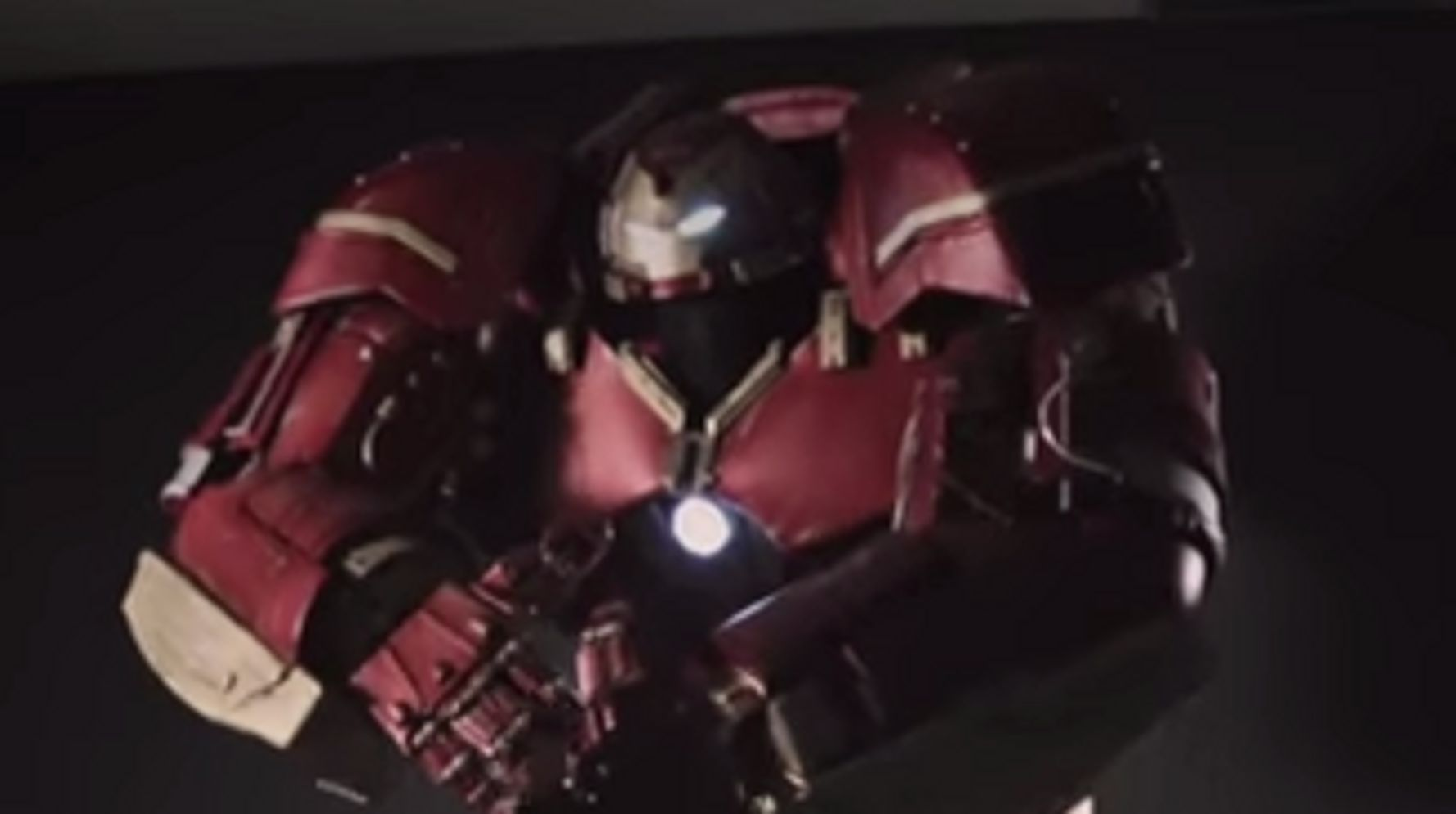 Someone Wore A Hulkbuster Costume To Comic Con, And It Was Awesome
