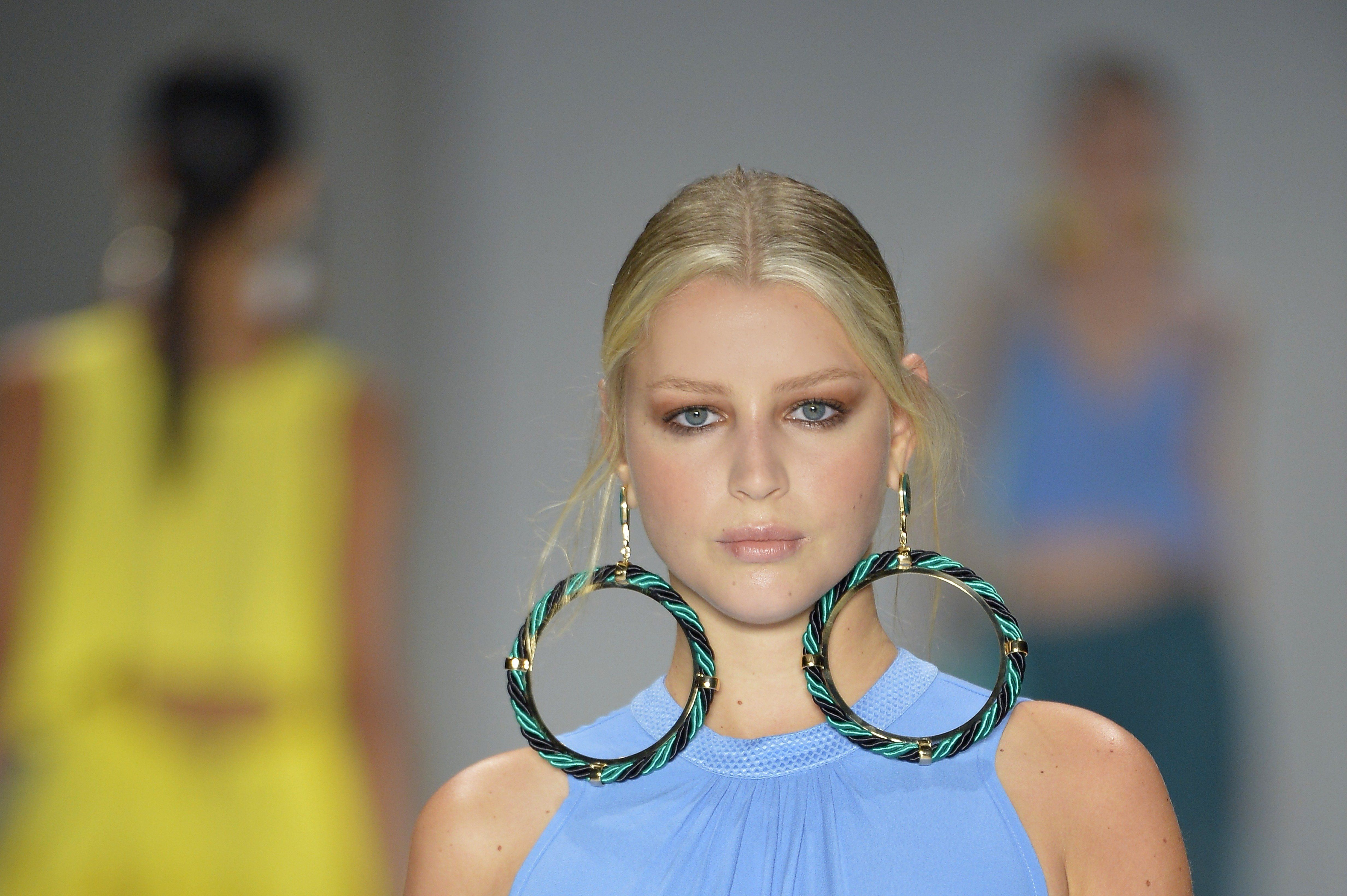 Why You Should Avoid Wearing Heavy Earrings Huffpost Life
