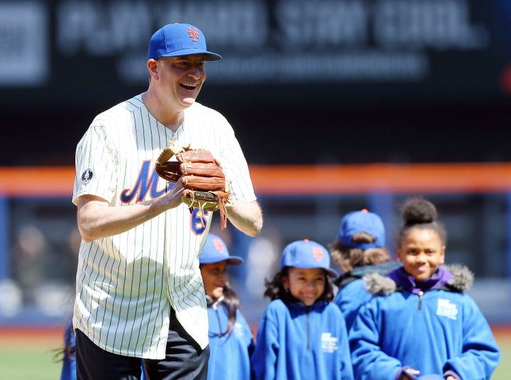 New York Mayor Bill de Blasio prepares to throw out the Mets' ceremonial first pitch before Opening Day on March 31, 2014 at