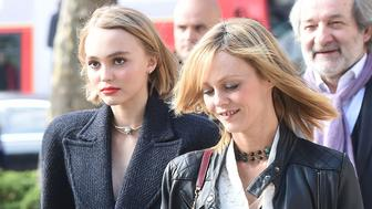 51876482 Celebrities at the Mademoiselle Prive exhibition in London, England on October 12, 2015. Celebrities at the Mademoiselle Prive exhibition in London, England on October 12, 2015.  Pictured: Lily-Rose Depp, Vanessa Paradis FameFlynet, Inc - Beverly Hills, CA, USA - +1 (818) 307-4813 RESTRICTIONS APPLY: USA/CHINA ONLY