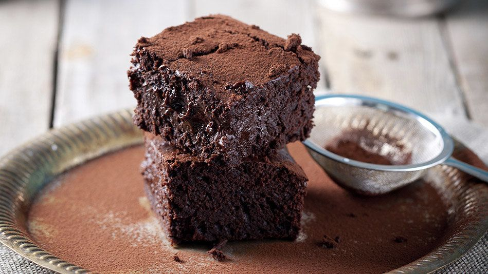 Most brownies, regardless of mix-ins, are either cakey (read moist crumb, a little fluffy inside) or fudgy (dense and very ch