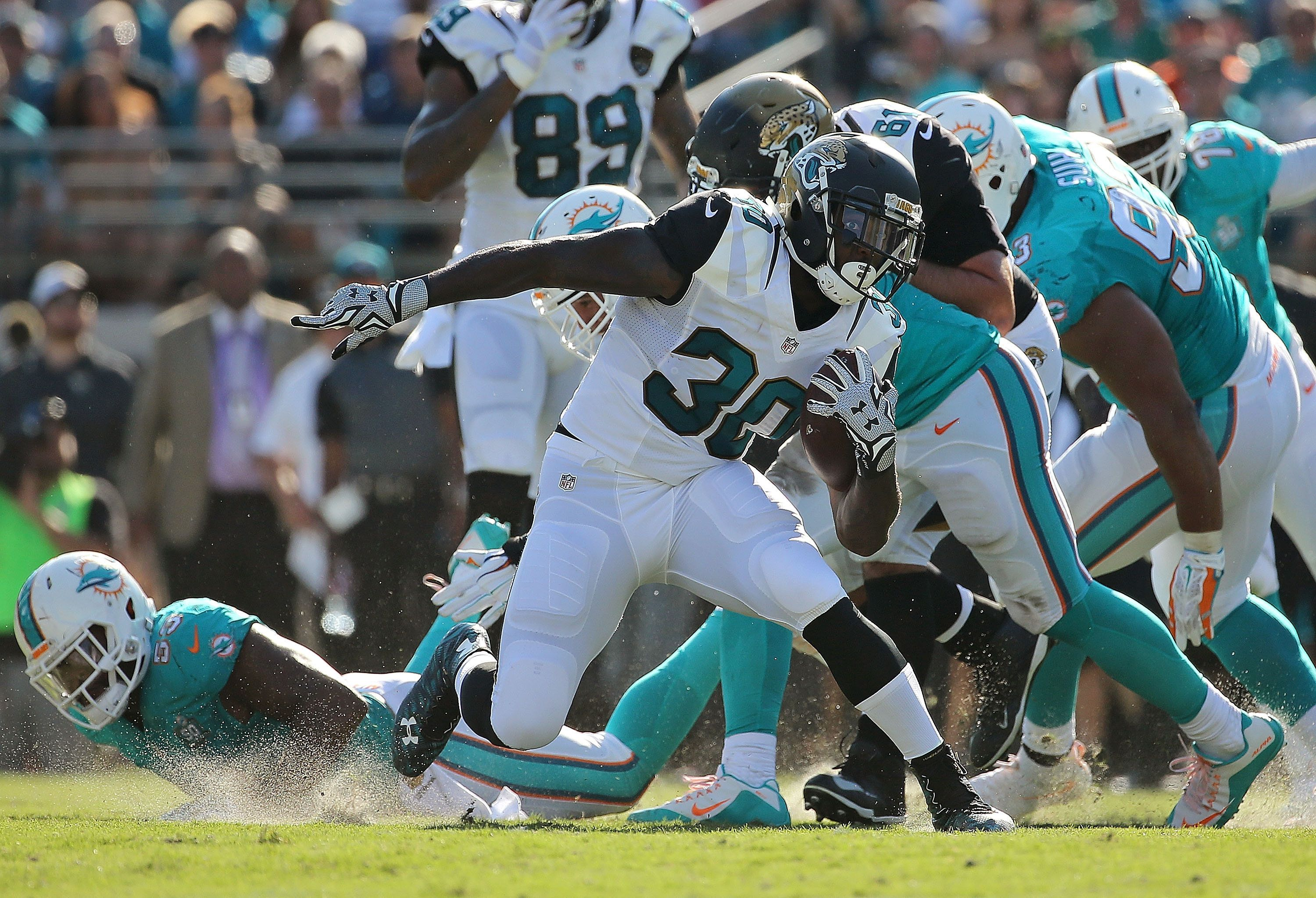 JACKSONVILLE, FL - SEPTEMBER 20: Bernard Pierce #30 of the Jacksonville Jaguars rushes during a game against the Miami Dolphins at EverBank Field on September 20, 2015 in Jacksonville, Florida.  (Photo by Mike Ehrmann/Getty Images)