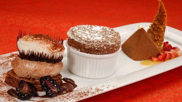 "Yes, <a href=""http://www.tripadvisor.com/Restaurant_Review-g34515-d465932-Reviews-Victoria_Albert_s-Orlando_Florida.html"">it'"