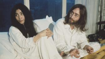 AMSTERDAM, NETHERLANDS - 1st MARCH: John Lennon (1940-1980) from the Beatles and his wife Yoko Ono (left) during their 'Bed-In' in the Presidential suite of the Hilton hotel in Amsterdam, Netherlands in March 1969. (Photo by Mark and Colleen Hayward/Redferns)