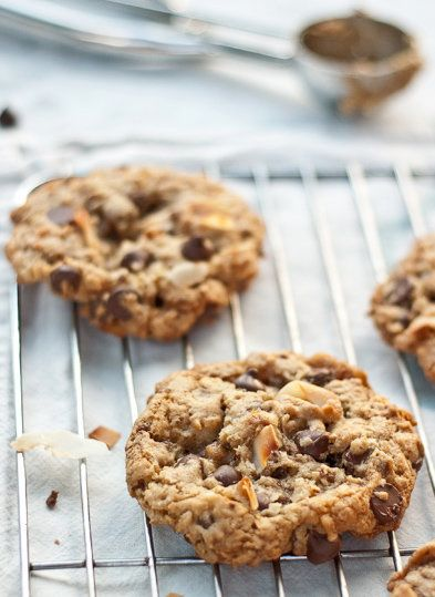 "<strong>Get the <a href=""http://www.twopeasandtheirpod.com/toasted-coconut-toffee-chocolate-chip-cookies/"" target=""_blank"">To"