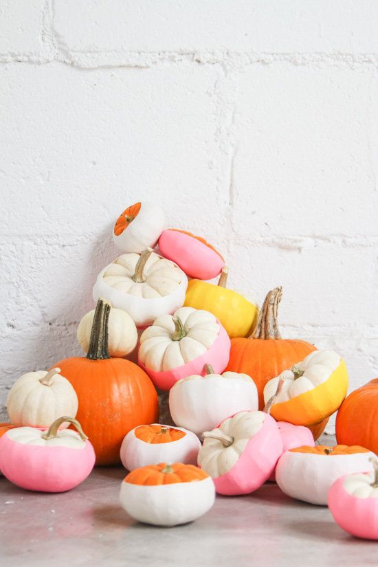 "<a href=""http://www.papernstitchblog.com/2015/10/12/easiest-no-carve-pumpkin-idea-balloon-dipped-pumpkins-diy/"">Get in the Ha"