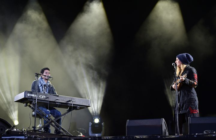 Syria's piano man Ayham Ahmad, pictured here with German singer Judith Holofernes, performed in front of thousands of people