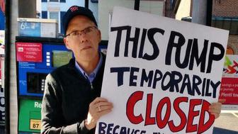 Environmental writer and activist Bill McKibben has undertaken a one-man protest at an ExxonMobil gas station in Vermont.