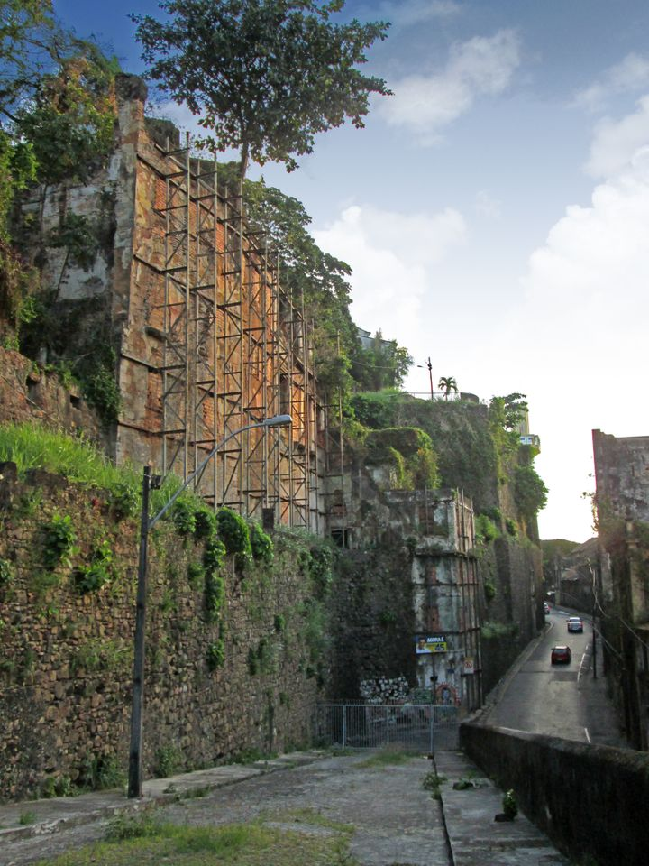 The Ladeira da Misericórdia is an important historic street connecting the upper and lower sections of the World Herit