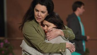 PARENTHOOD -- 'How Did We Get Here' Episode 610 -- Pictured: (l-r) Lauren Graham as Sarah Braverman, Mae Whitman as Amber Holt -- (Photo by: Colleen Hayes/NBC/NBCU Photo Bank via Getty Images)