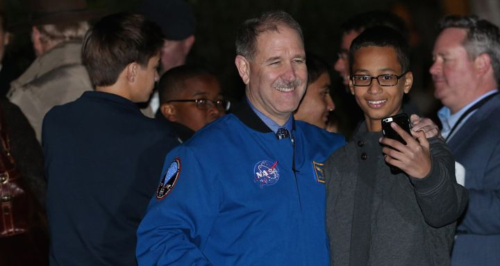 Ahmed Mohamed poses with former astronaut and NASA Associate Administrator for the Science Mission Directorate John Grunsfeld.