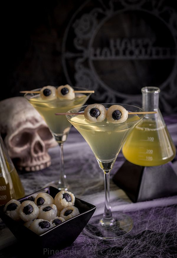 creepy halloween cocktail recipes to celebrate the holiday right huffpost. Black Bedroom Furniture Sets. Home Design Ideas