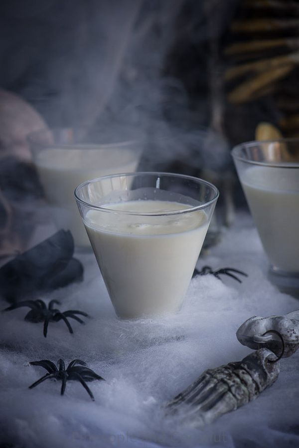 """<strong>Get the <a href=""""http://www.pineappleandcoconut.com/recipes/liquid-ghost-halloween-cocktail-holidayfoodparty/"""" target"""