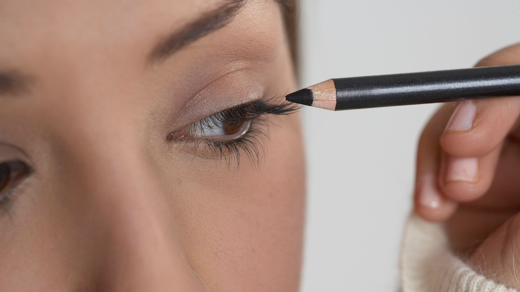 The Natural-Looking Makeup Trick That'll Make Your Eyes Pop