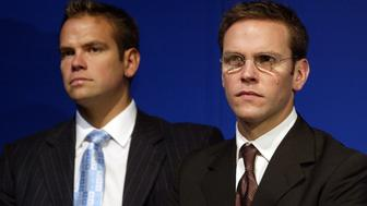 (AUSTRALIA & NEW ZEALAND OUT) Lachlan and James Murdoch at The News Corporation's AGM in Adelaide, 9 October 2002. SMH Picture by PETER MATHEW (Photo by Fairfax Media/Fairfax Media via Getty Images)