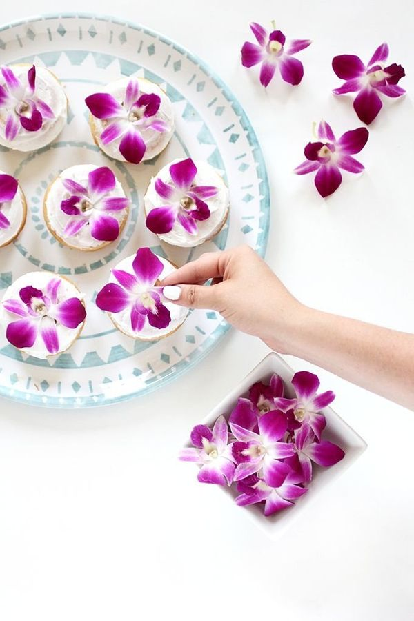 """<a href=""""http://ispydiy.com/my-diy-edible-flower-baked-donuts/"""" target=""""_blank"""">Bake your way to the best brunch ever with th"""