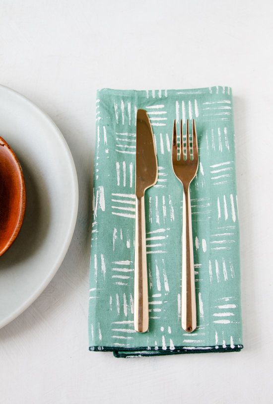 "<a href=""http://www.papernstitchblog.com/2014/08/05/make-this-stamped-napkins-4-ways/"" target=""_blank"">Make your place settin"