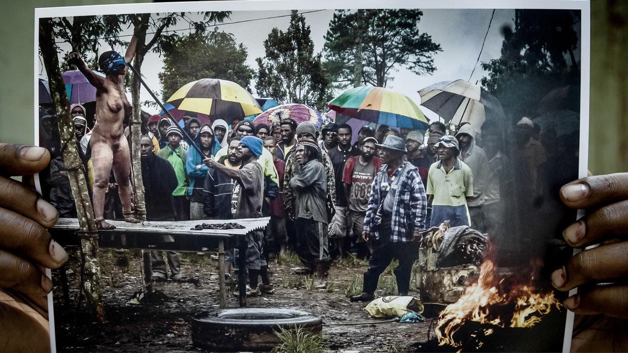 Ternyata masih ada orang bakar penyihir di Papua Nugini! - Page 4 ...