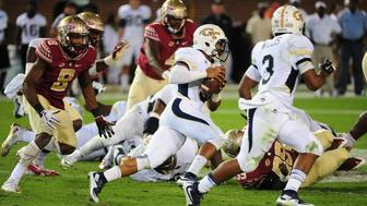 ATLANTA, GA - OCTOBER 24: Justin Thomas #5 of the Georgia Tech Yellow Jackets carries the ball for a 60 yard touchdown against the Florida State Seminoles on October 24, 2015 at Bobby Dodd Stadium in Atlanta, Georgia. Photo by Scott Cunningham/Getty Images)
